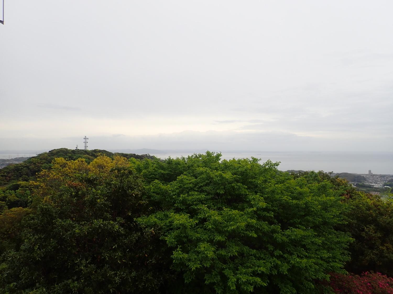 武山の展望台より房総半島の富山、鋸山が見えました。