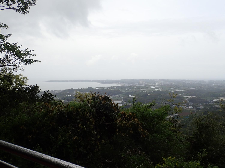 見晴台から本当は伊豆大島が見えるようですけど見えないです。